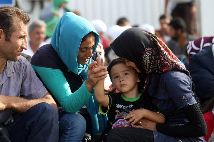 Preko izbjegličke tragedije do vlasti: Stožeri za histeriju i kartonski povjerenik Hebrang