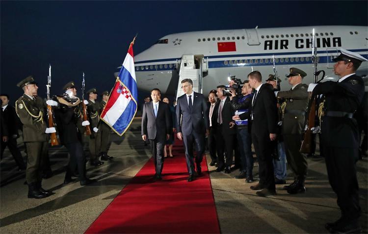 Slika /Vijesti/2019/04 Travanj/09 travanj/fah229_pleso_kineski_premijer.jpg